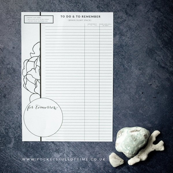 pocketsfulloftime-planner-printable-daily-brain-dump-flatlay-peony-on-blue